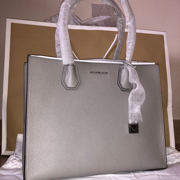 "5eec669e63a8 Michael Kors ""Mercer Extra Large"" tote purse"